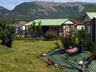Petit Camping Locatif Familial, Calme et Ensoleillé entre Drôme et Haute-Alpes