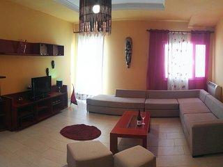 la nostra zona open space composta da ampio salone con cucina ad isola ,balcone con vista ampio .