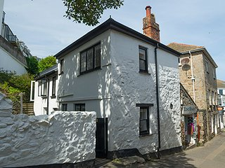 Westcott Cottage charming character cottage 2 minutes from the beach