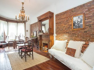 Verna's Brownstone Suite (Bed Stuy)