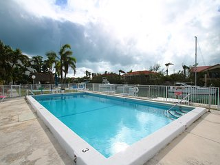 RENOVATED 2 BED MARATHON TOWNHOME w/ DOCK SPACE - WALK TO BEACH!