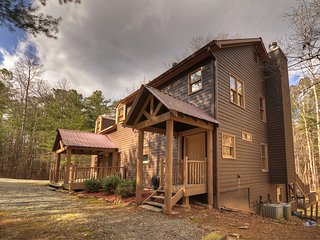 Clear Creek Cabin peaceful and quite 4 bed 2 bath cabin on mountain stream