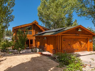 'Lakefront'/View Log Cabin--Open Flow, Spa, Playfort and Large Lakeview Decks