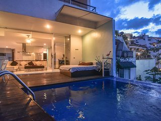 Stunning Luxurious 2Bdrm Ocean View Pool Villa