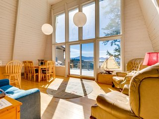 Hilltop, dog-friendly beach home boasting ocean views and wildlife spotting