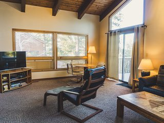 Spacious Summer Getaway: 4Br/4.5Ba Mountain Home. Hot tub!