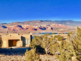 NEW - Abiquiu Lake Mesa Vacation Home with Spectacular 360 VIEWS!