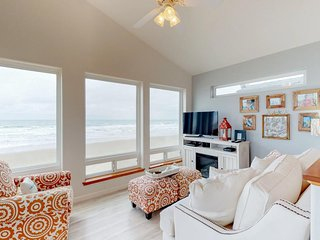 Lovely, beachfront home w/ balcony & deck - easy access to outdoor activities!