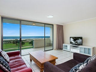 Toorak Court 12 - Beachfront Kirra - Min. 3 night stays!