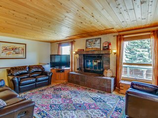 Beautiful, dog-friendly home w/ large private hot tub - minutes from Durango!