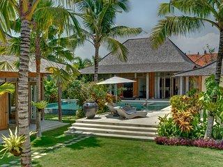 Luxury Villa 30 sec. walk to Berawa Beach & Finns Beach Club in Canggu