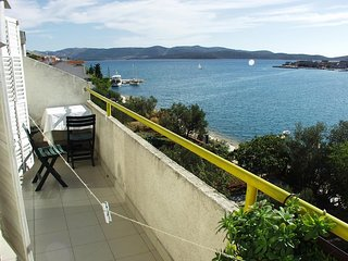 Brodarica Apartment Sleeps 6 with Air Con - 5459392