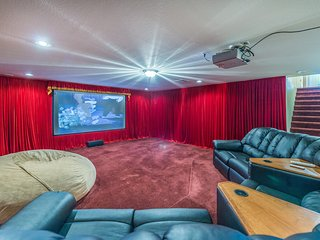 Southwest Mansion - Basement Theater, Pool/Spa, Air Hockey