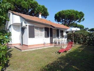Villa Club ristrutturata al piano terra con ampio giardino, patio, recinz. alta