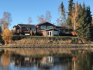 Luxury home on the river - South suite