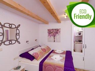 Lavender Garden Apartments - Studio Apartment (Ground Floor) - APT 1