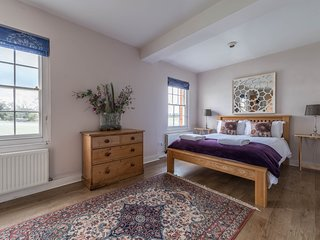 Second bedroom, luxury linen and towels included