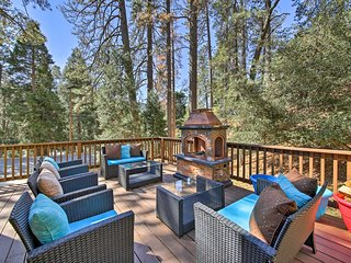 Rustic Crestline Home w/Deck -Walk to Lake Gregory