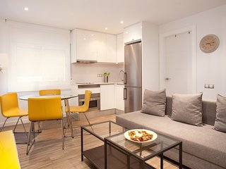 Fully renovated apartment in the Eixample district