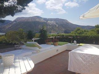 Villa panoramica a Vulcanello a 500 mt dal mare