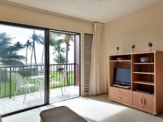 Casual Style+Pacific View! Lanai, Flat Screen, Kitchen+Ceiling Fan–Molokai