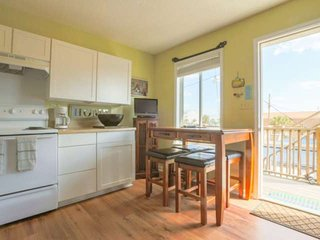 Artistic & relaxing condo located in the heart of fun-filled Folly Beach