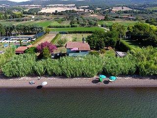 villa privata sul lago con spiaggia privata
