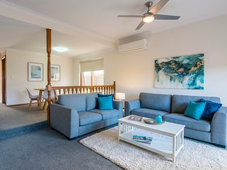 Parkview Villa 2 - Luxury 3 Bedroom Townhouse in Glenelg
