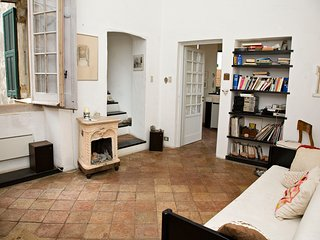 Seaview apartment in a historical Palazzo in medieval village.