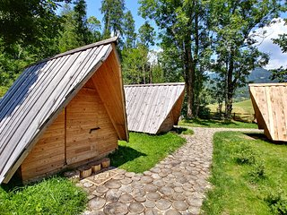 Glamping & Hostel Stara Pošta - Glamping Tent with Mountain View 1-5