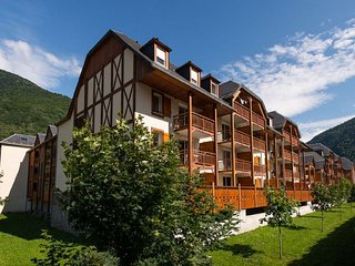 Luchon 3 bedroom duplex property with indoor pool /spa and gym