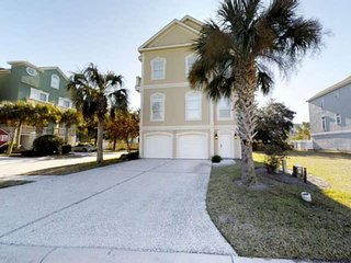 Beautiful Singleton Beach Home, 3 King Beds, Private Pool, Grill, Elevator, Game