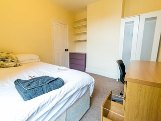 (TR3) Comfy Room in Central Portsmouth