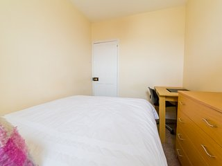 (TR2) Comfy Room in Central Southsea