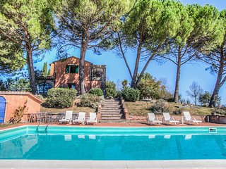 Villa with private pool at 8km from Amelia. Very quiet area and panoramic views
