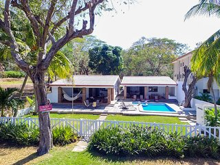 Beach House Playa Hermosa - Sleeps 18 - 8 Bedrooms