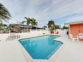 Canal-front 3BR Mid-Island Getaway w/Private Heated Pool; Walk to Beach