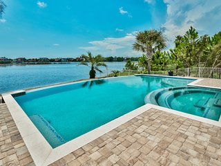 Huge Lakefront Home Close to the Beach! Brand New Private Pool in Winter 2017