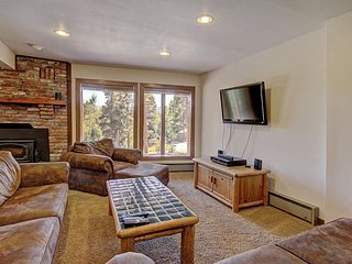 Affordable Rates, Beautiful Home, Mountain Views and 1.1 Miles to Skiing'''