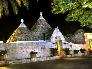 Trulli Mimosa, Beautifully Restored, Romantic Trulli with 15mt Mosaic Tiled Pool