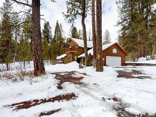 Peaceful wooded cabin w/ sleepy location & modern comforts near hiking & golf!