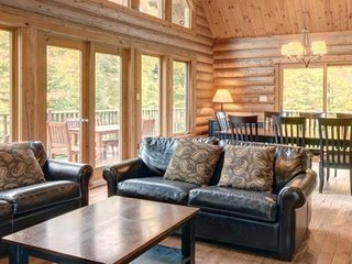 Close to the Mt Tremblant | Spacious Chalet with Fireplace + Hot Tub