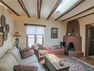 Casa De Lorena, 1 Bedroom, Walk to Canyon Rd, Pets Welcome, WiFi, Sleeps 2 - Con