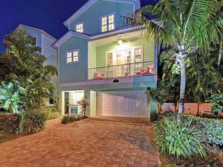 Dog-friendly home w/ private pool - only 1 block from the beach, trolley!