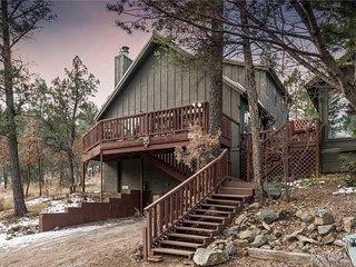 Antler Crossing, 2 Bedrooms, Pets Welcome, Piano, Fireplace, Sleeps 6 - Cabin