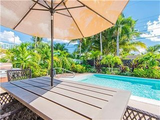 Palm Place Escape: 5 Min Walk to Beach, 5 Star Home, 4/2, Heated Salt Water Pool