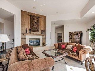 Partridge Home, 4 Bedrooms, Decks, Hot Tub, Jacuzzi, WiFi, Sleeps 8 - Cabin