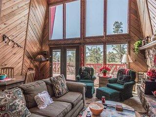 Plaid House, 3 Bedrooms, Gazebo, Flat Screen TV, Fireplace, Sleeps 8 - Cabin
