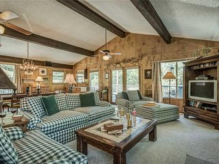 Holly Haven, 5 Bedrooms, Ping Pong, WiFi, Fireplace, Sleeps 10 - Cabin