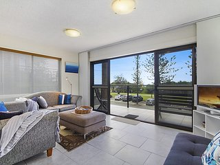 Bright and Breezy - Bilinga/ North Kirra Beachfront - Dog Friendly - Min. 4 nigh